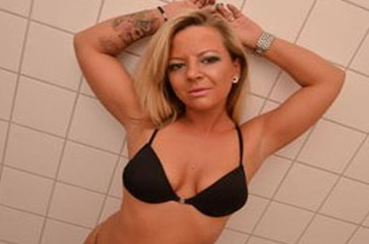 blondes sexchat girl mit heisses tattoos will ficken